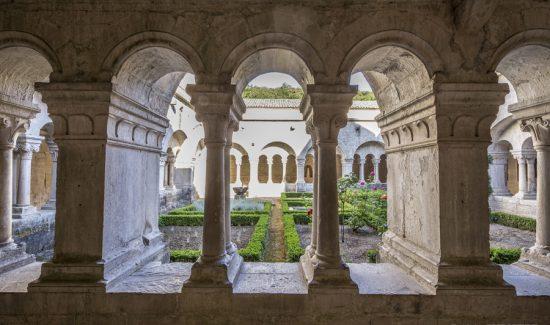 Abbaye de Sénanque Reproduction interdite sans l'autorisation de l'auteur. Photo interdite sur les réseaux sociaux ( Face Book et autres).